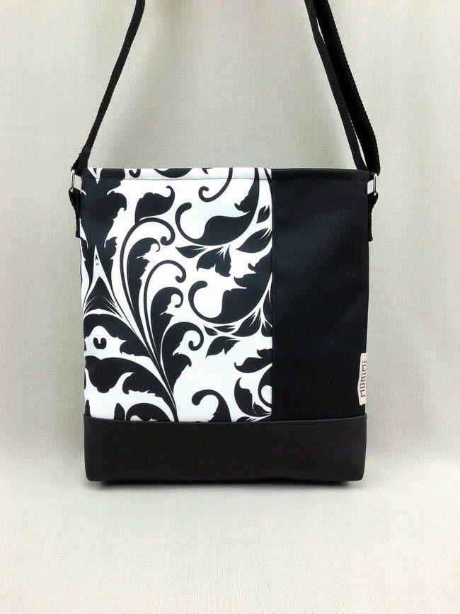 A fekete-fehér alapdarab, minden öltözékhez jó választás! Erős gyöngyvászon anyagra saját tervezésű, lendületes indamintát nyomattam. Ezt fekete gyöngyvászonnal egészítettem ki. Lovely-bag 07 #női #táska