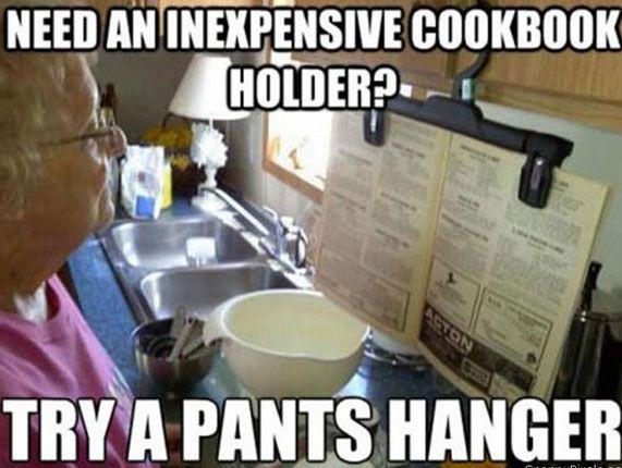 kookboek houder van een kledinghanger