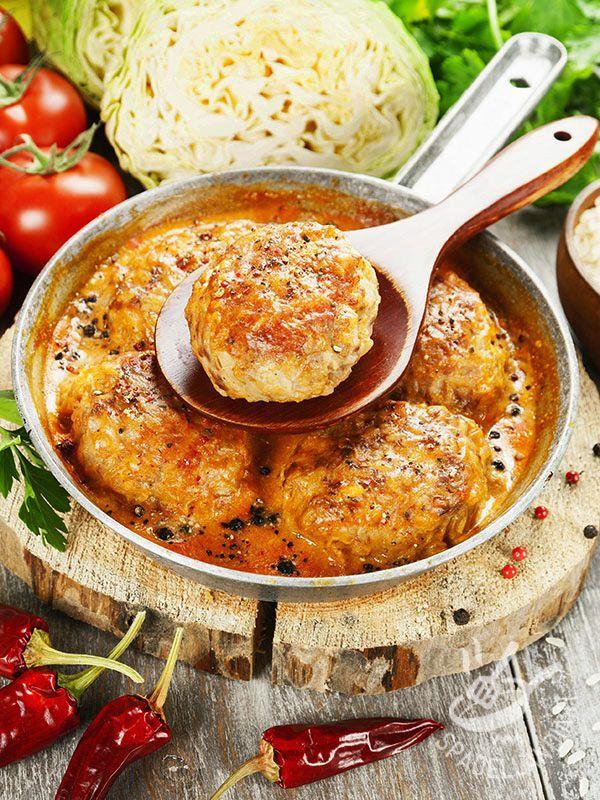 Le Polpettine piccanti di cavolo e riso sono un secondo leggero e appetitoso, ma soprattutto molto salutare perché a base di cavolo verza.