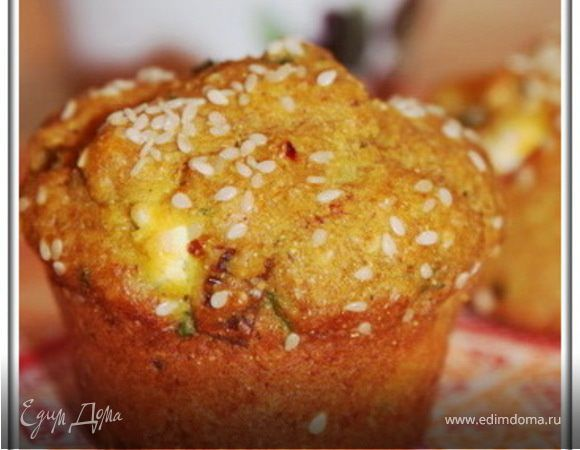 Закусочные кексы с брынзой и зеленью. Ингредиенты: йогурт фруктовый, оливковое масло, кукурузная мука