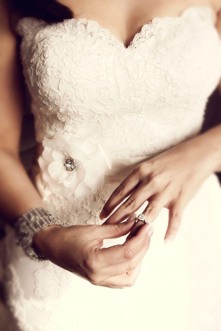 Cushion cut diamond engagement ring #kalfinbride#kalfinjewellery#diamondengagementring#diamonds#custommadeengagementring#melbournejewellery#design#love#bride#wedding#diamondband