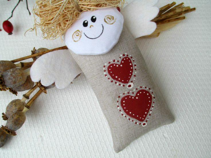 ANDĚLÍČEK Andílci létají celý rok, nejen o Vánocích. Délka cca 17 cm. Domalováno barvou na textil. Křidélka jsou z filcu. Poutko na zavěšení.