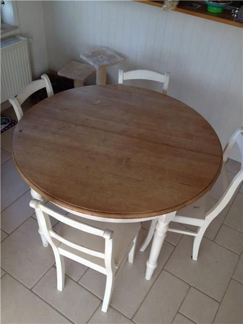 les 25 meilleures id es de la cat gorie table ronde sur pinterest table ronde design la table. Black Bedroom Furniture Sets. Home Design Ideas