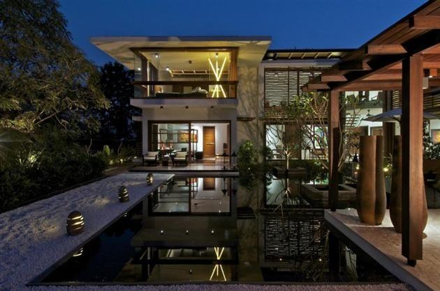 Contemporary Courtyard Residence (Gujarat, India)
