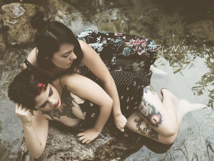 Modelos: NAT Toov y Tsume   #models #girl #girls #lesbian #love #love #water