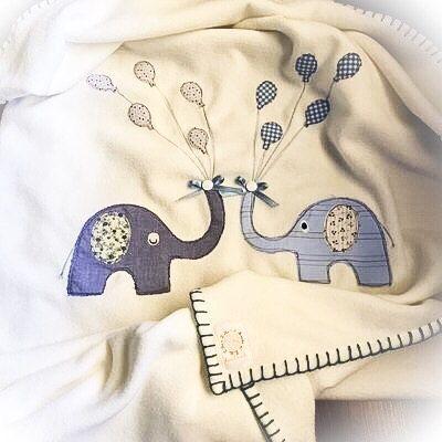 Copertina neonato in pile con applique a mano