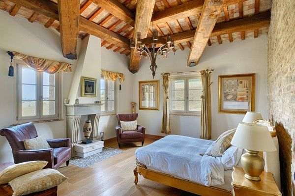 Look at this bedroom with fireplace in #LeMarche (#Italy)! Fantastic!