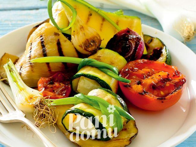 Warzywa  z fetą i szczypiorkiem z grilla - przepis