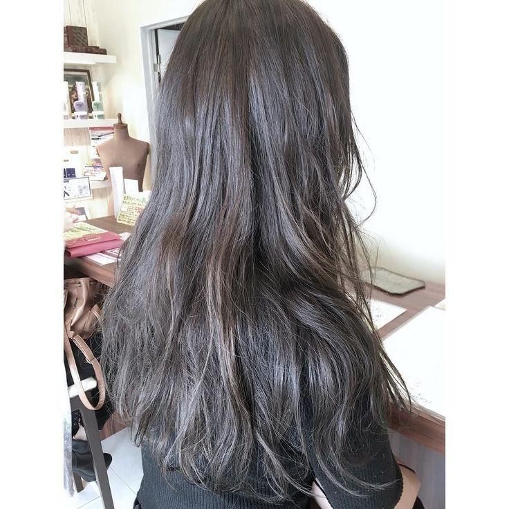 http://amzn.to/1ZolIuh インスタから初めましてのお客様の仕上がりでブリーチなしでもできる暗髪のアッシュブラウンヘアカラー お客様は学生さんで実習などで黒染め歴のある髪でしたがブリーチせずにヘアカラーで黒染め歴をリセットしてからのダメージレスなダブルカラーになります 初めましてのお客様からのお悩みで多いのが毛先だけスキすぎられていて巻いても今っぽくならないと言われます カットの仕方は様々ですが重めに見えるけど今っぽく軽やかな質感になるヘアスタイルをしたい方は是非カットさせて下さいませ インスタからもヘアデザインについてのご相談を気軽にDMやコメントして下さいねフォローも気軽にお待ちしてます 宮崎出身のお客様はもともとの髪質の傾向で赤色やオレンジ色がでやすいので知識や経験をフルスロット計算してオリジナルの調合で太陽の光に透けて見えるアッシュヘアカラーにもできます 明るめアッシュや硬くて太い髪質の方はブリーチかヘアカラーで一度明るくしないとできませんのでご理解よろしくお願い致します…