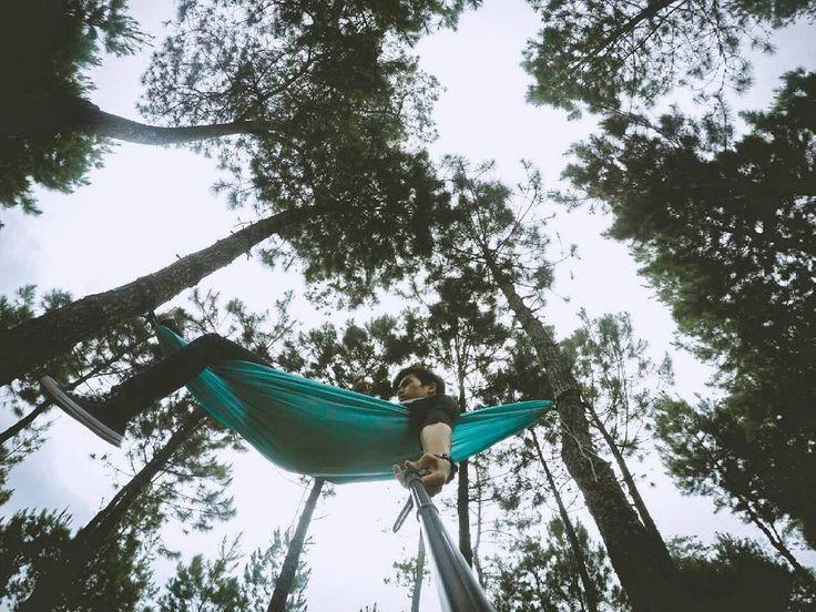 cobain deh tiduran di alam bebas . . . . . . . . . . #exploresubang #instagunung #likeforlike #lovelife #vscocam #vsco #niceshot #gopro #photooftheday #urbexpeoplesbg #hammockersindonesia #hammockid #hammock #hammocklife by @acongkid