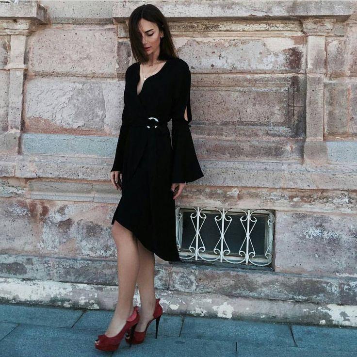 Lady asimetrik elbise ❤✨ Tek renk siyah  S M L X L  Normal kalıp İpek dokuma kumaş  Sipariş whatsapp:05395708685 #siyahelbise#elbise#davet#nişan#söz#düğün#elbisemoda http://turkrazzi.com/ipost/1516313940156913363/?code=BULB36rBpbT