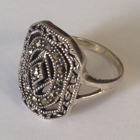 This beautiful sterling silver marcasite ring is in good condition.  Approx Ring size 6  Pictured next to a US quarter to show relative size. Please see photos for detail.  Click here to see our other Sterling Silver Rings: