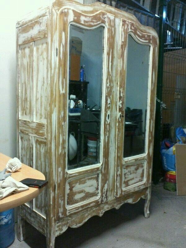 Ropero antiguo en decapado color blanco con espejos for Roperos antiguos restaurados