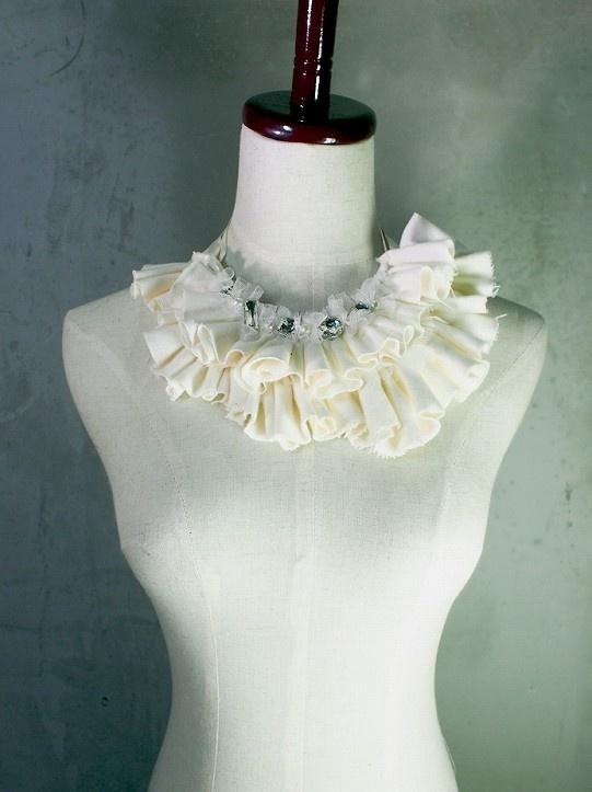 White frill collar 付け襟風ネックレス