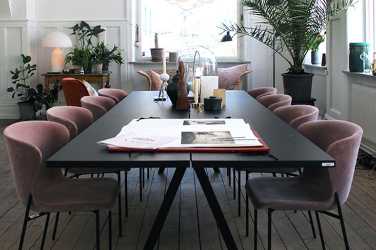 WHY THIS WORKS - DINING ROOM GLAMOUR This room would be incomplete if it weren't for the layered greenery at varying heights. It's key when dressing a room to create areas of interest at different heights. Styling tip: if you don't have...