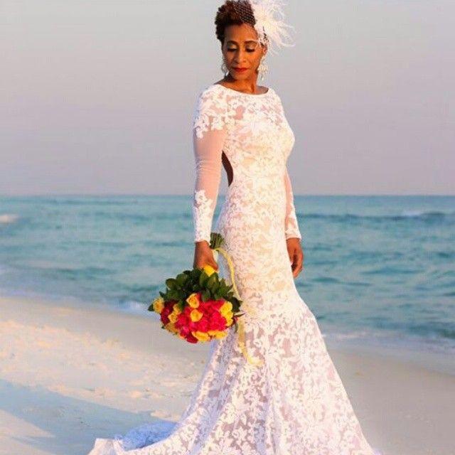 Twa bride. Short hair styles for wedding. Bridal hair. Natural hair. Afro hair. Afro wedding hair. Bridal hair. Natural bride. Short natural hair. twa wedding hair.