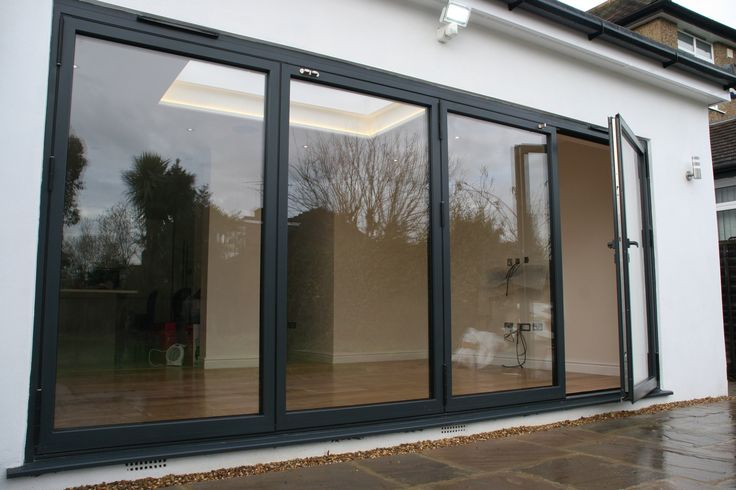 aïr bifold doors in RAL 7016. Finished with matching handle