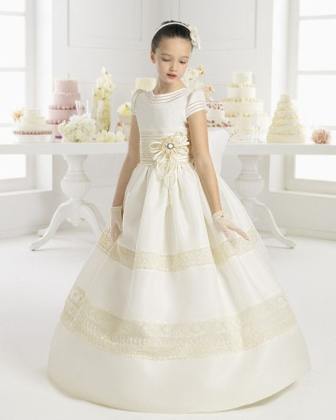 Vestido de Primera Comunión la colección 2015 de la diseñadora Rosa Clará.