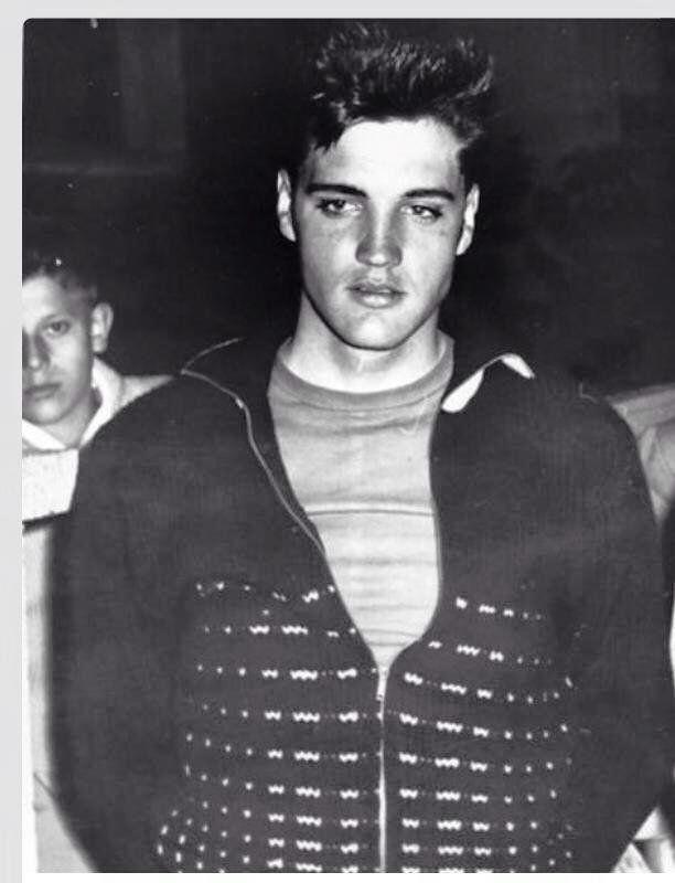 Elvis Presley S Timeline Elvispresley History Retro Vintage Bio Digitalhistory Elvis Presley Photos Elvis Presley Young Elvis
