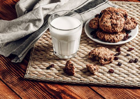 Best Irish Christmas cookies recipe for Santa on Christmas Eve Mint Chocolate, Chocolate Cookies, Sugar Cookies, Irish Christmas, Christmas Eve, Cooking Oatmeal, Cinnamon Chips, Irish Recipes, Candy Melts