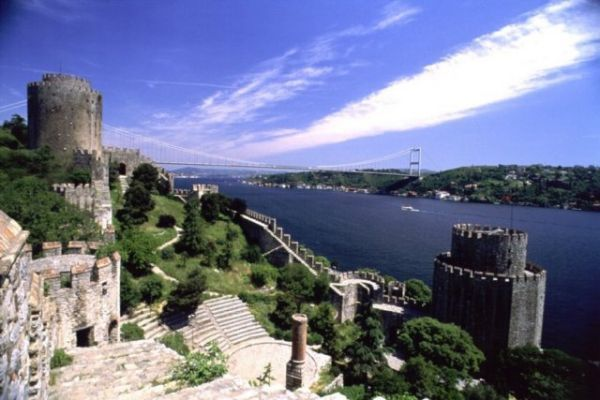 #Rumelihisari is a fortress located in the #Sarıyer district of #Istanbul, #Turkey. #Rumeli fortress was built by the sultan Mehmet the Conqueror in four months only and directly opposite to Anadoluhisari in 1452 in preparation for the final attack on Constantinople.