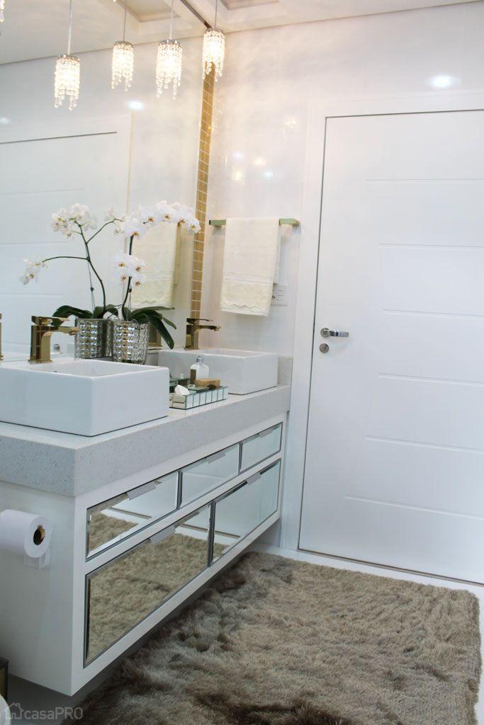 Integração une churrasqueira, cozinha e até lareira em casa do Paraná  Ems,  -> Gabinete De Banheiro Travertino