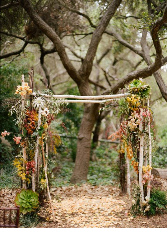 Rustic Arch.... Awesome for an autumn wedding <3