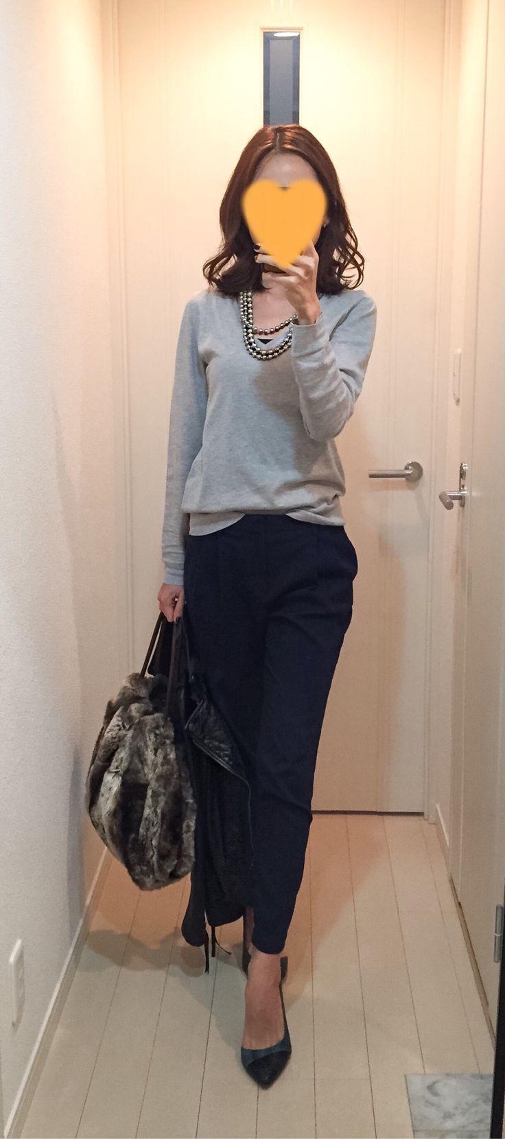 Grey knit: SHIPS, Navy pants: Des Pres, Leather jacket: IENA, Fur bag: Tomorrowland, Green pumps: COLE HANN