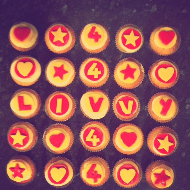 Vanilla cupcakes for Livvy's 4th birthday party.