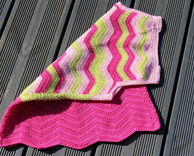Crochet tunic for a girl silmukoitajasuklaakakkua.blogspot.fi