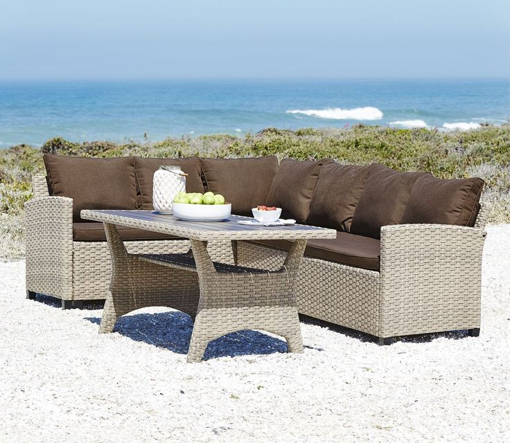 Setul de terasă JUELSMINDE din otel si petan este luxos și combină avantajele unui set de terasă cu cele ale unui set de dining. | JYSK