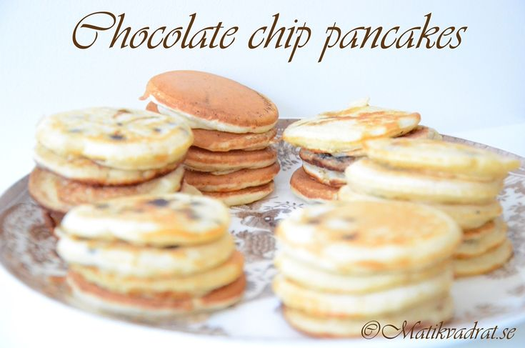 Fluffy american mini pancakes with chocolate chips.