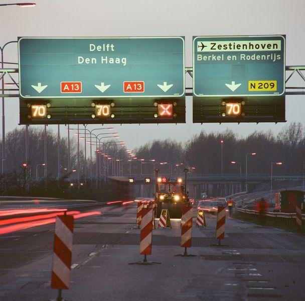 Bestand:Verkeerssignalering A13 1988.jpg