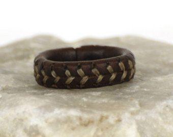 """Lederen ring """"Hadar"""". Lederen sieraden. Honkbal ring. Spaans geolied leer. Voor mannen en vrouwen. Oorspronkelijke ring. Cadeau voor iedereen. Honkbal liefhebbers"""