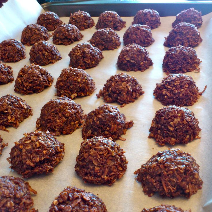 Here's another treat I made for the baby shower last weekend. Love that these are no-bake and totally remind me of chewy chocolate puffed-wheat squares, but coconutty and with a little more f…