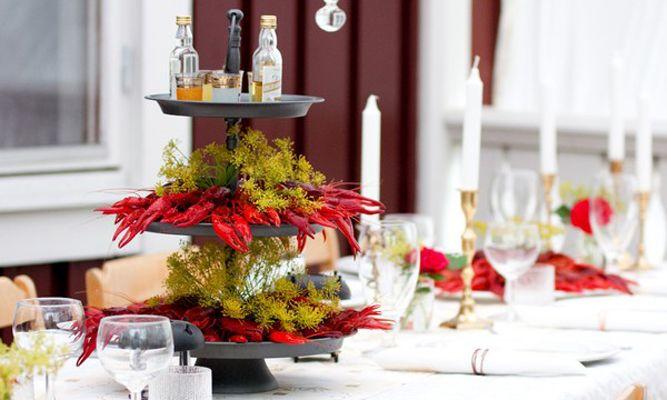 Leta du efter fina och roliga dekorationer till din kräftskiva? Här är 10 roliga idéer du enkelt kan fixa själv – från bordsplaceringar till servering, pynt och hattar.