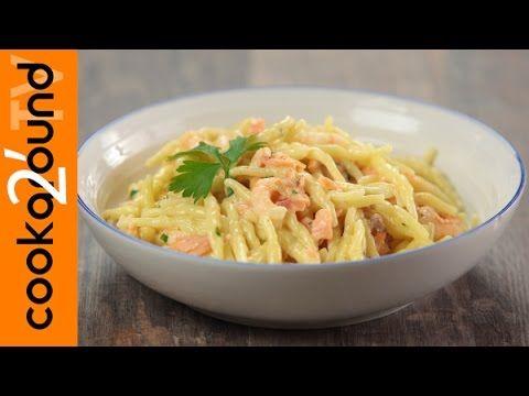 Trofie con panna salmone e gamberetti / Primo last minute - YouTube