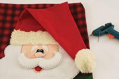 Funda navideña para silla con molde de Santa Claus. Sólo imprime el molde recorta y transfiere a la tela. Los pasos abajo descritos en las imágenes te servirán para elaborarlo.