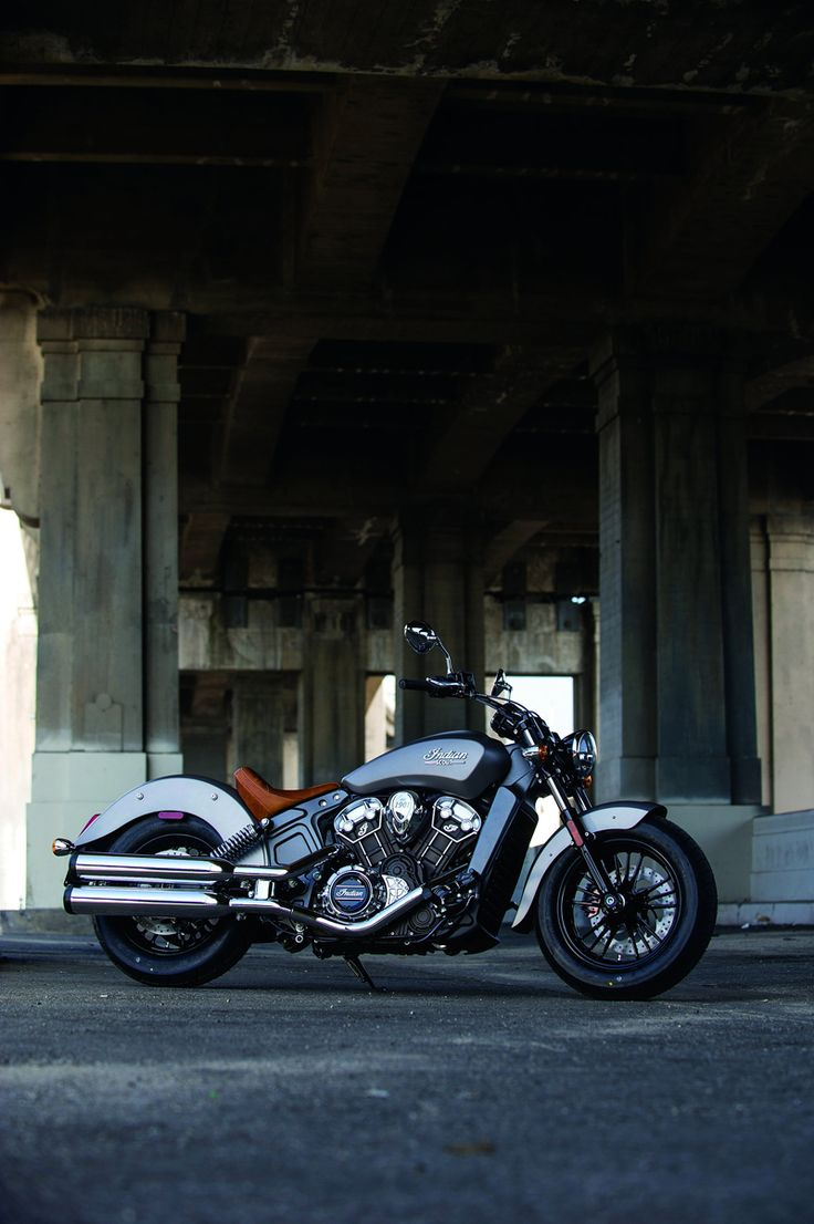 One of the most famous names in motorcycling is back, and looking very good too. The new Indian Scout has an all-new 1133cc V-twin engine, 100 HP, a 6-speed box, and weighs just 253 kg.