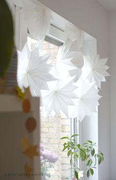 {diy} sterne aus butterbrotpapier und tapete (Happy Serendipity)
