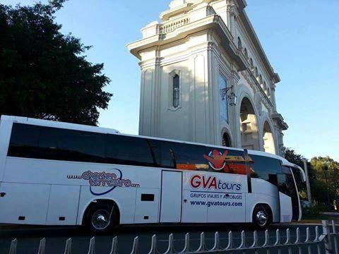Renta de Autobuses de Turismo y Van Sprinter de 20 pasajeros con Chofer Cotizaciones Whats app 33-1185-5626, 33-1769-8976 y 333-808-6093  Tel Oficina (33) 3824-4522 con 5 lineas www.renta-sprinter.com  info@turismocarretero.com  Guadalajara, Jal. Mex.