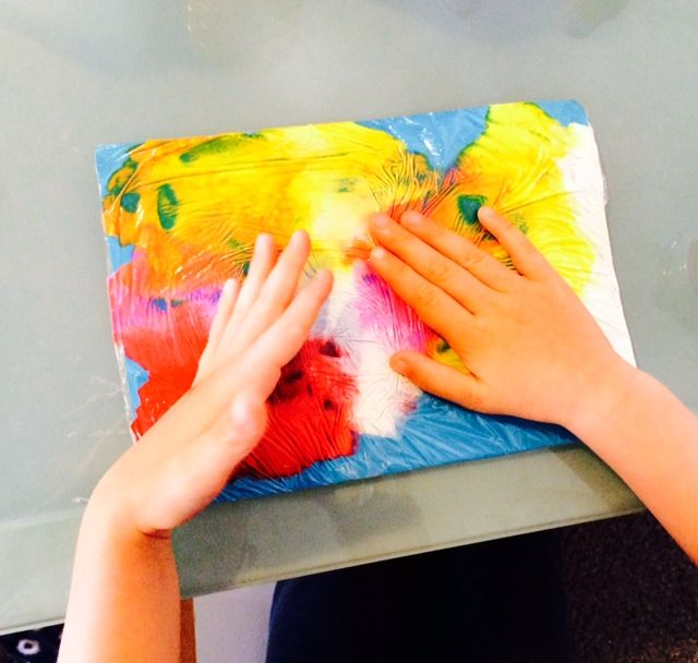 Arty Crafty Kids - Cling Film Art - love this!!!