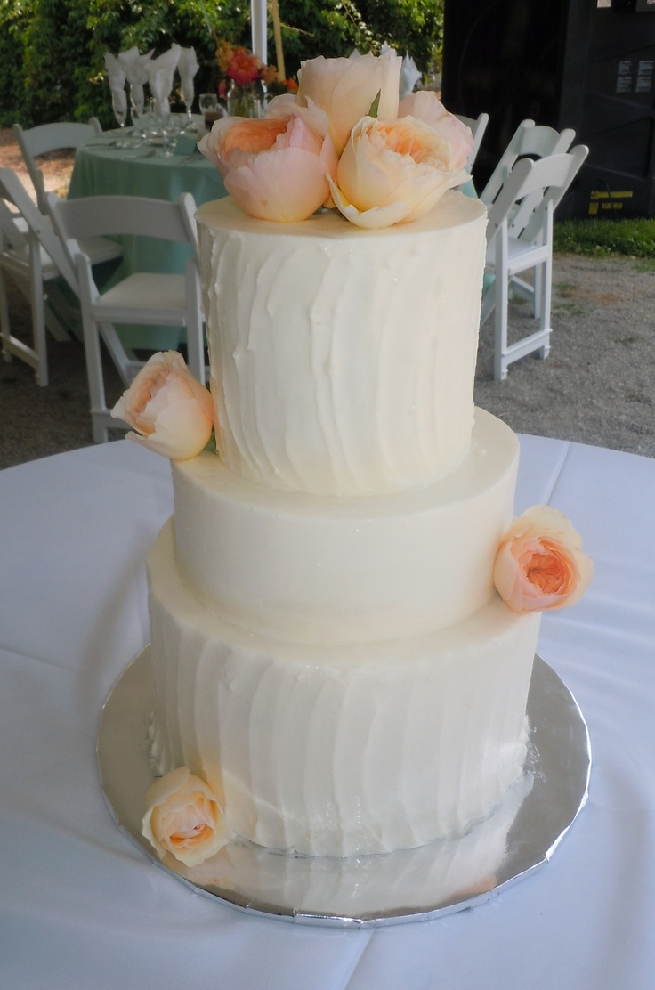 rough icing wedding cake contrasting and smooth iced buttercream wedding cake 19317