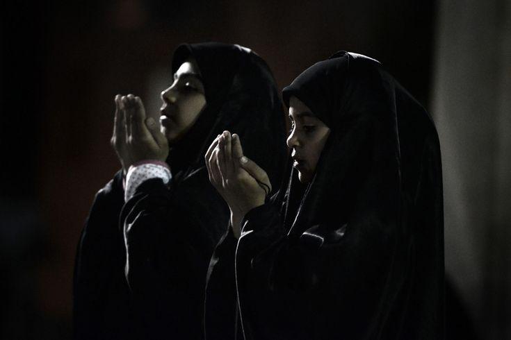 Prayer in Manama, Bahrain, 1 January 2013. (  Mohammed Al-Shaikh / AFP  )