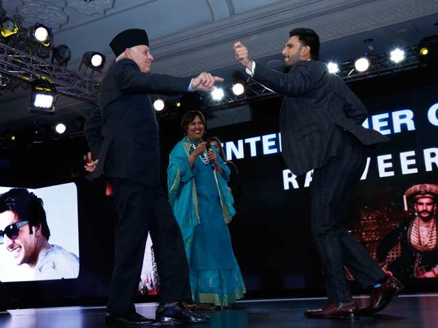 NDTV's Video of Ranveer Singh-Farooq Abdullah Dance-off Goes Viral. Watch. http://www.ndtv.com/video/player/news/farooq-abdullah-out-dances-ranveer-singh-who-knew/401921