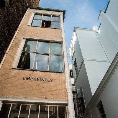 A l'extérieur, un bâtiment en brique pour cet ancien atelier, à l'intérieur des…