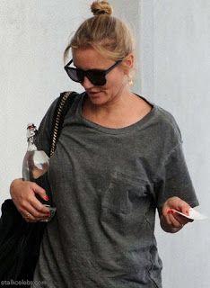 海外セレブスナップ   Celebrity Style: 【キャメロン・ディアス】もはや一般人のような雰囲気?!ガラスボトルを抱えたラフな格好でメディカルビル...