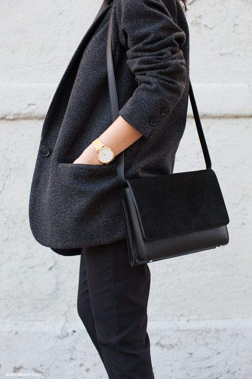 minimal black outfit.