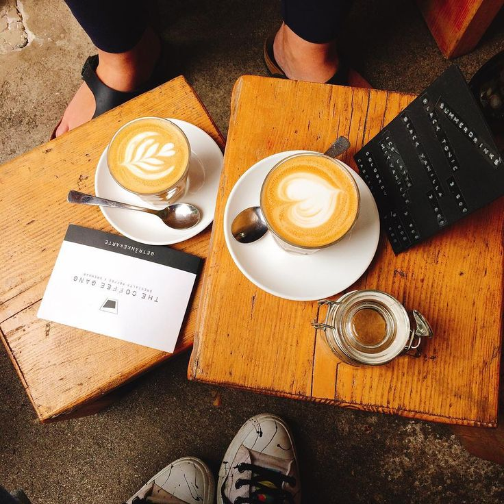 #tasteactually ochutnava konečně společně #thecoffeegang #converse #birkenstock #flatwhite #cologne #friendship #coffee #coffeepic #coffeepics #photooftheday #friends #together #happy #foodblog#czechfoodblog #foodblogger #czechfoodblogger #germany #kaffeegangster