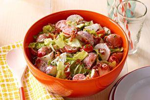 Salade de pommes de terre blt - Bacon, laitue et tomate... une savoureuse combinaison avec les pommes de terre ! D'autres bonnes idées à découvrir dans le magazine qu'est-ce qui mijote, en ligne maintenant à http://www.kraftcanada.com/fr/whatscookingarchive/BrowseByCover.aspx